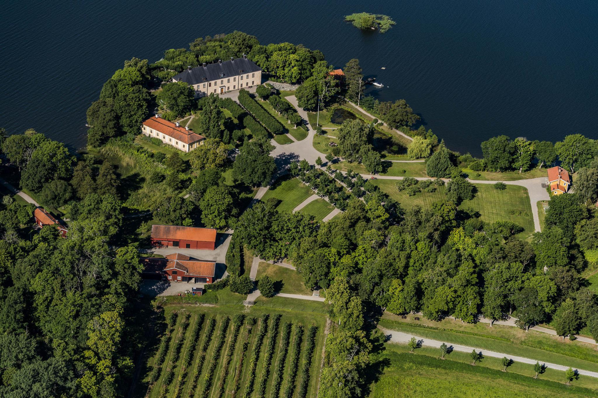 Slottsparken med utsikt över Mälaren
